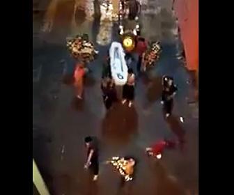 【動画】ギャングが葬式中に男達に銃で襲撃される衝撃映像