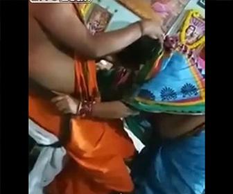 【動画】司祭の男が女性の尻を撫でまわす衝撃映像