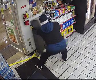【動画】強盗がガソリンスタンドのATMを車で引っ張り盗もうとするが…
