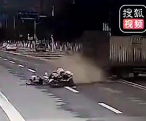 【動画】違法にUターンするトラックに警察のバイクが激突してしまう衝撃事故