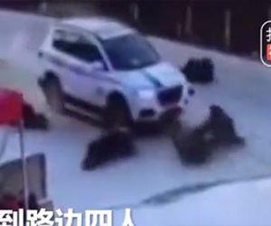 【動画】酒を飲み居眠り運転の車が歩行者5名をはね飛ばす衝撃事故