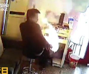 【動画】修理中のiPhoneが突然爆発し火を吹く衝撃映像