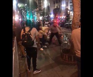 【動画】クラブの外で女の子2人を殴り倒す男