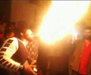 【動画】結婚式で口から火を吹く男性。失敗して大変な事に!