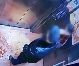 【動画】エレベーター内で小便をする最低な中国人男