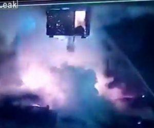【動画】鉄工所で溶鉱炉が大爆発しクレーン運転席の女性が取り残されてしまう衝撃事故
