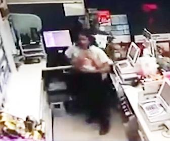 【動画】コンビニにナイフを持った武装強盗が現れるが女性コンビニ店員の行動がヤバすぎる