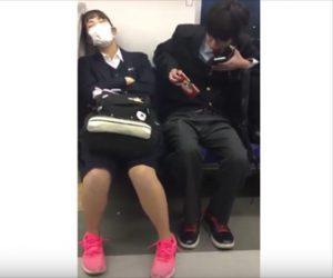 【動画】男子高校生が女子高生のスマホを盗む瞬間がTwitterにUPされ話題に!