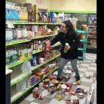 【動画】店内の商品をまき散らしお金を払わず商品も持ち逃げする女がヤバすぎる