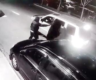 【閲覧注意動画】ニューヨークで中国人男性が銃を持った男に至近距離から頭を撃たれる衝撃映像