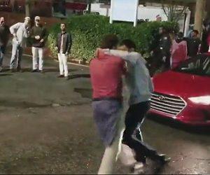 【動画】白人男性2人がアジア人男性に殴りかかるが…衝撃ノックアウト