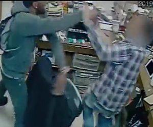 【動画】コンビニに銃を持った強盗が押し入り店員を撃って現金を奪う一部始終