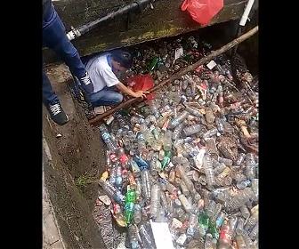 【動画】プラスチックごみで埋め尽くされているインドネシアの川がヤバすぎる