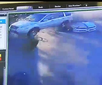 【動画】ガソリンスタンドで給油中の所に猛スピードの車が突っ込んで来る衝撃映像