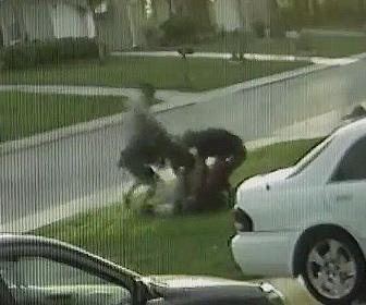 【動画】学校帰りの高校生に4人の男が襲いかかり歯を3本折られ財布携帯を奪われる