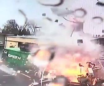 【動画】フードトラックが大爆発してしまう衝撃映像