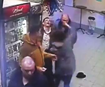【動画】喧嘩する酔っ払いおじさんを女性が殴り飛ばす衝撃映像