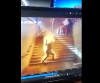 【閲覧注意動画】エジプトの駅で列車激突し炎上。大勢に火が付き火だるまで走って来る衝撃映像