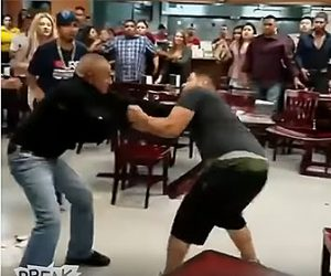 【動画】メキシコ料理店で大乱闘。男女入り乱れ激しい殴り合いになる