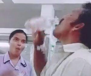 【動画】点滴で使用する生理食塩水を飲み干してしまう男性