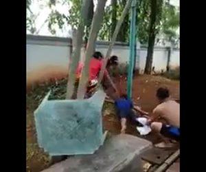 【動画】電柱に触れ感電し動けなくなった少年を男達が必死に助ける