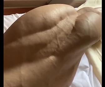 【動画】ボディービルダーの太ももの筋肉が凄すぎると話題に!