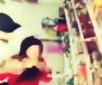 【動画】夫は店内いる妻にガソリンをかけ火だるまにしてしまう恐ろしい衝撃映像