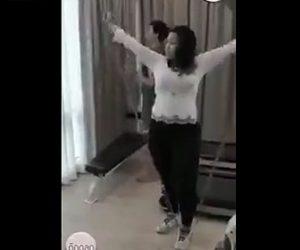 【動画】トレーニングチューブが女性の股間に直撃してしまう衝撃映像