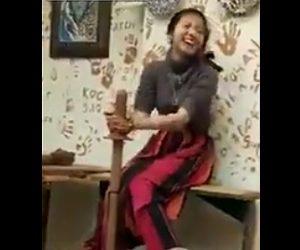 【動画】女性が陶芸をするが卑猥な形になってしまう