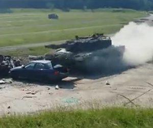【動画】停車している車に猛スピードの洗車が突っ込む衝撃映像