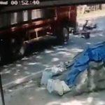 【動画】猛スピードのバイクが転倒し対向車の大型トラックに轢かれてしまう衝撃事故