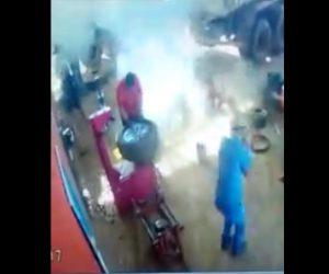 【動画】巨大なタイヤが爆発し作業員が吹き飛ばされてしまう衝撃映像