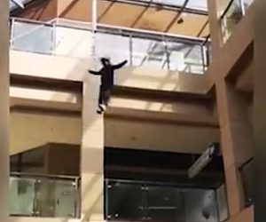 【動画】ガンと診断された女性が4階から飛び降りてしまう衝撃映像