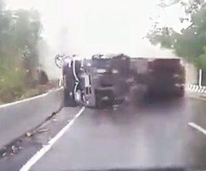 【動画】カーブで猛スピードのトラックが横転し対向車に迫って来る衝撃事故