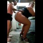 【動画】夫が超でかい嫁の背中に乗る衝撃映像