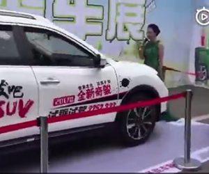 【動画】イベントで自動ブレーキの安全性を見せようと、SUV車が女性に向かって走るが…