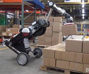 【動画】人の代りに工場で働くボストンダイナミクスのロボットが凄い!