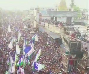 【動画】集会で屋上に大勢の人が集まったが屋上が崩落してしまう衝撃映像