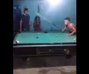 【動画】ビリヤードで負けた男が恐ろしい行動に出る