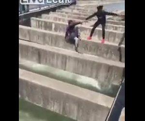 【動画】川に身を投げようする女性を男性が助け出そうとするが…