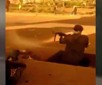 【動画】スーダン政府軍と抗議デモ隊の銃撃戦がヤバすぎる衝撃映像