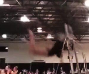 【動画】女性体操選手が鉄棒で手放し技(トカチェフ)をやろうとするが首が鉄棒に直撃してしまう