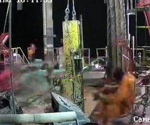 【動画】石油プラットフォームで事故。掘削リグ圧力が高くなり作業員が吹き飛ばされる衝撃事故