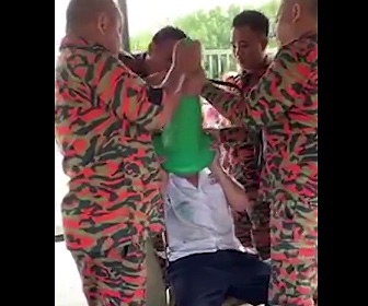 【動画】11歳少年がふざけてカラーコーンを頭に被り取れなくなってしまう衝撃映像
