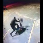 【動画】男2人が激しい喧嘩。ヘルメットでボッコボコに殴りまくる男がヤバすぎる