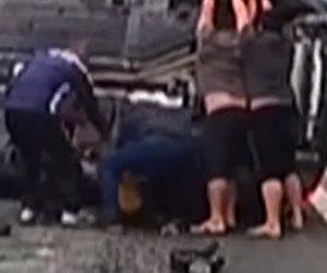 【動画】SUV車が横転し下敷きになった少女をみんなで助ける衝撃映像