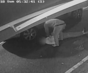 【動画】強盗が後ろから強烈なパンチで23歳学生を殴り倒す衝撃映像