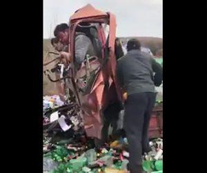 【動画】バスに突っ込んだトラック。トラック運転手がフロントガラスを突き破り…