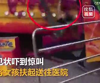 【動画】絶叫アトラクション(回転ディスク)に乗る女性が放り出される衝撃映像