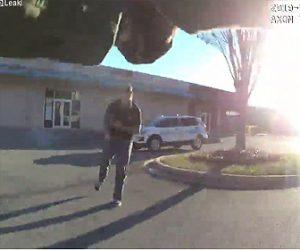 【動画】警察官が武装強盗を発見し至近距離で銃撃戦になる衝撃映像